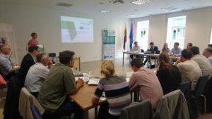 Kaune buvo diskutuojama apie elektrinių transporto priemonių ir atsinaujinančių energijos išteklių integraciją Lietuvos regionuose